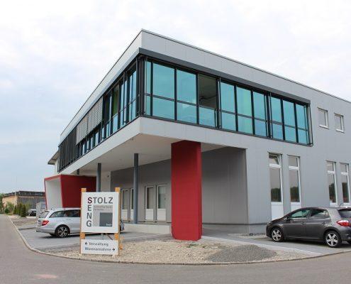 Bild Stolz und Seng - Außenansicht: Moderne Architektur - Große Glasflächen sorgen für helle Räume