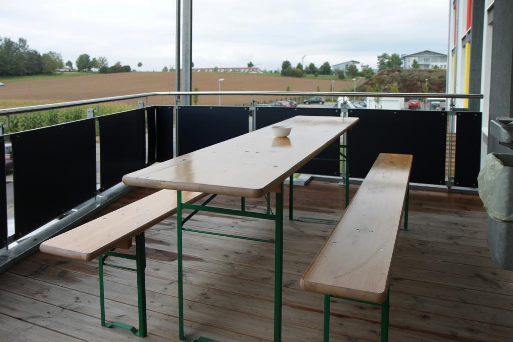 Überdachte Sitzecke außen Mietappartement Klinikum Villingen-Schwenningen