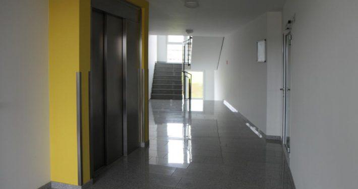 Flur und Aufzug Mietappartement Klinikum Villingen-Schwenningen
