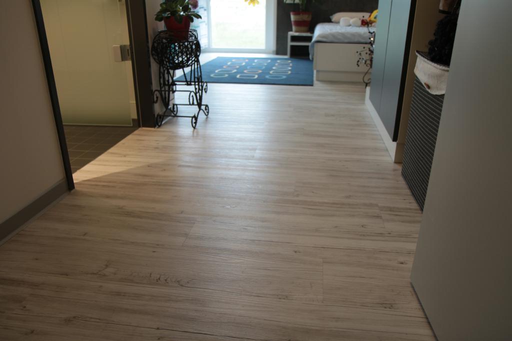 Hochwertiger Fußboden im Mietappartement Klinikum Villingen-Schwenningen