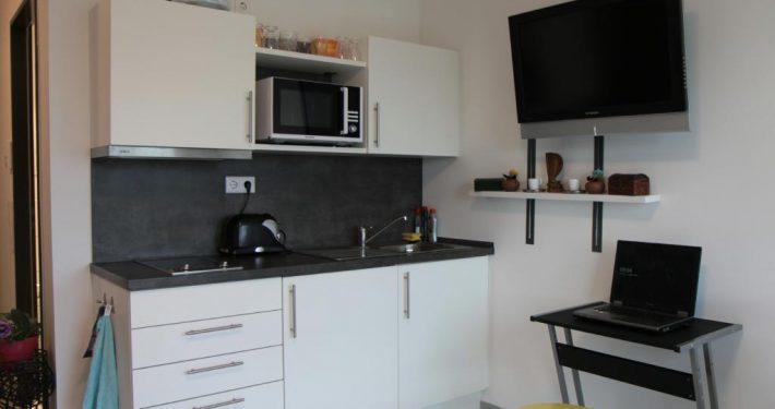 Küche im Mietappartement Klinikum Villingen-Schwenningen