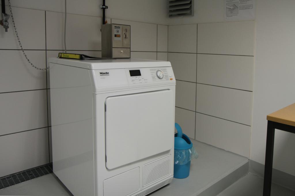 Trockner im Waschraum: Mietappartement Klinikum Villingen-Schwenningen