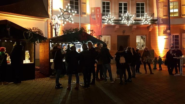 Stimmungsvoll: Rebholz Hütte beim Adventsdörfle in Bad Dürrheim