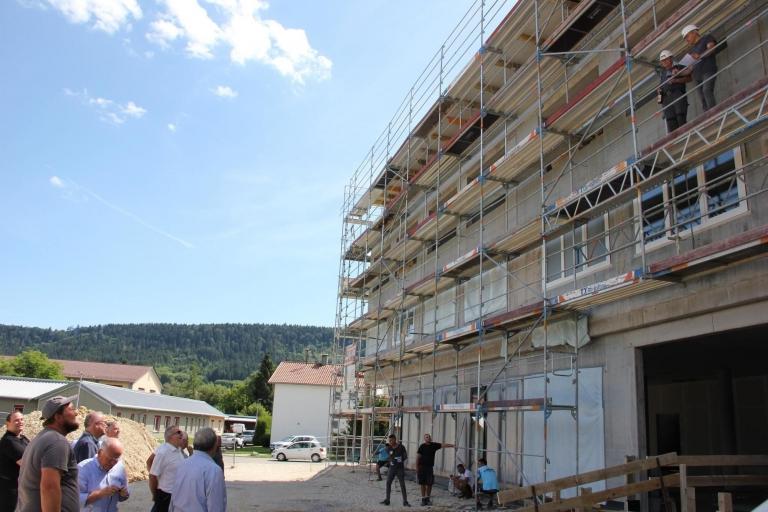 """Beim """"Schlossberg-Hotel"""" in Wehingen wurde am Freitag Richtfest gefeiert. (Foto: Michael Hochheuser)"""